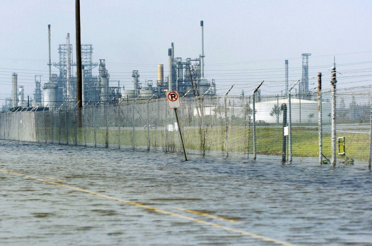 'Ida' afecta la producción de gasolina y hace que los precios se disparen-GettyImages-55768431.jpeg