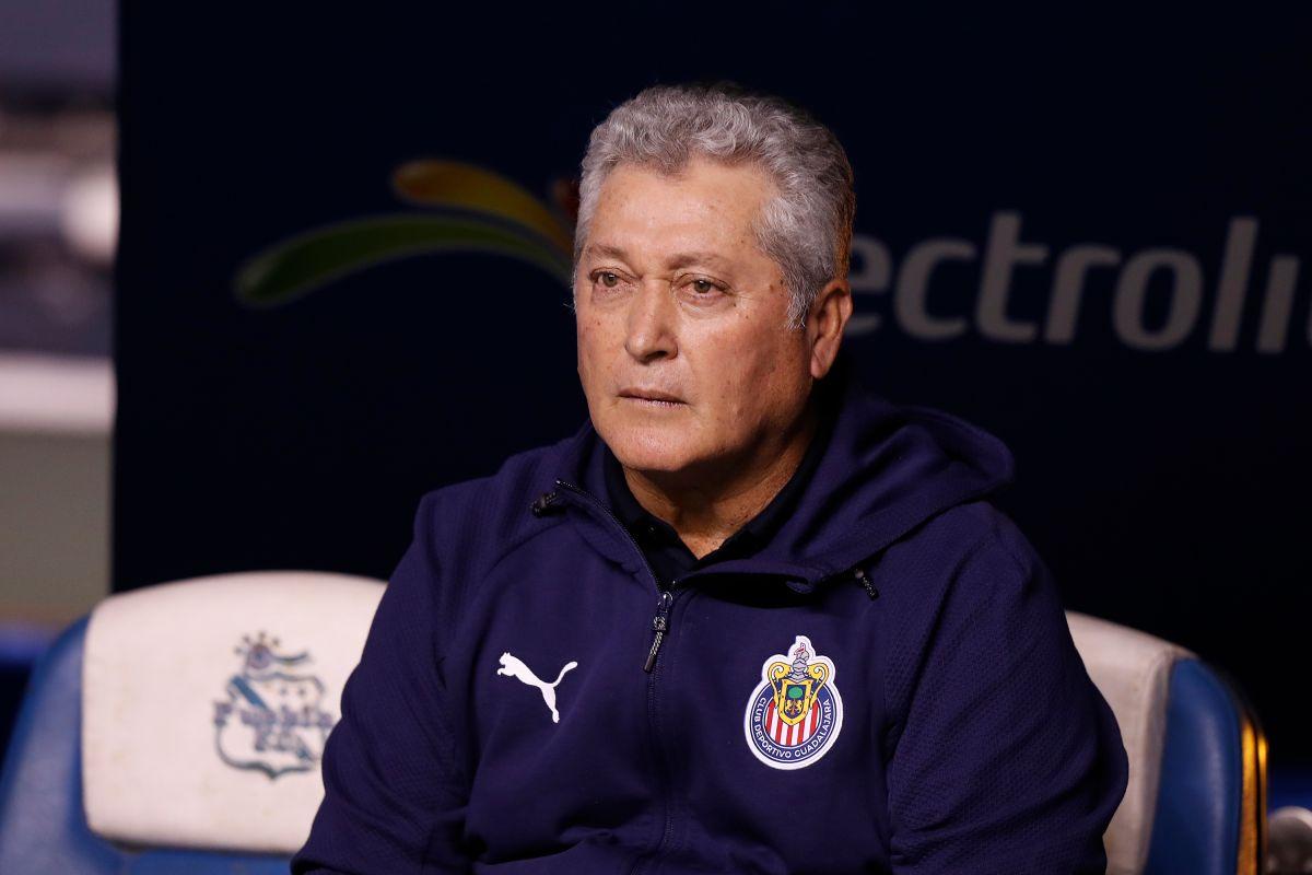 Víctor Manuel Vucetich fue destituido como entrenador de las Chivas.