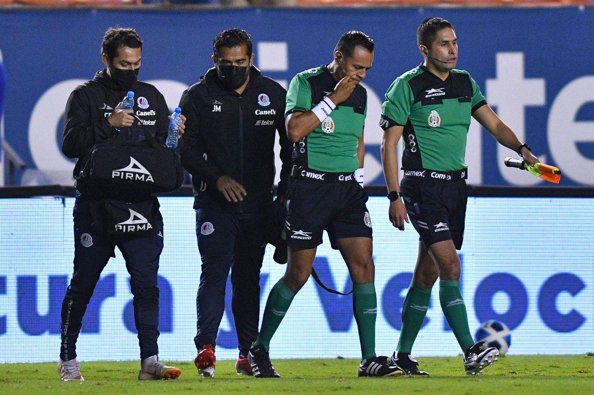 El cuarto árbitro Alejandro Funk ocupó el lugar del lesionado.