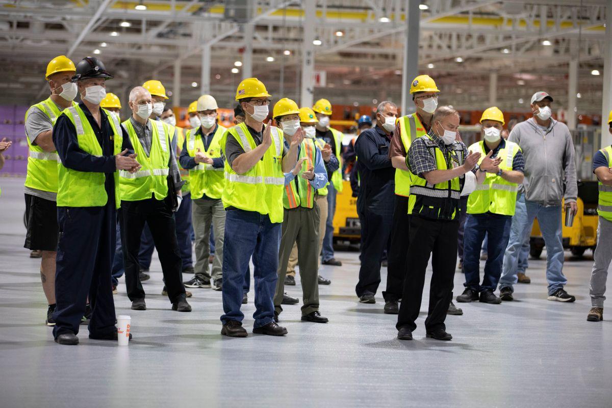 Según Ford, el ausentismo laboral en algunas de sus plantas se ha presentado luego de que se retomara el uso de mascarillas.