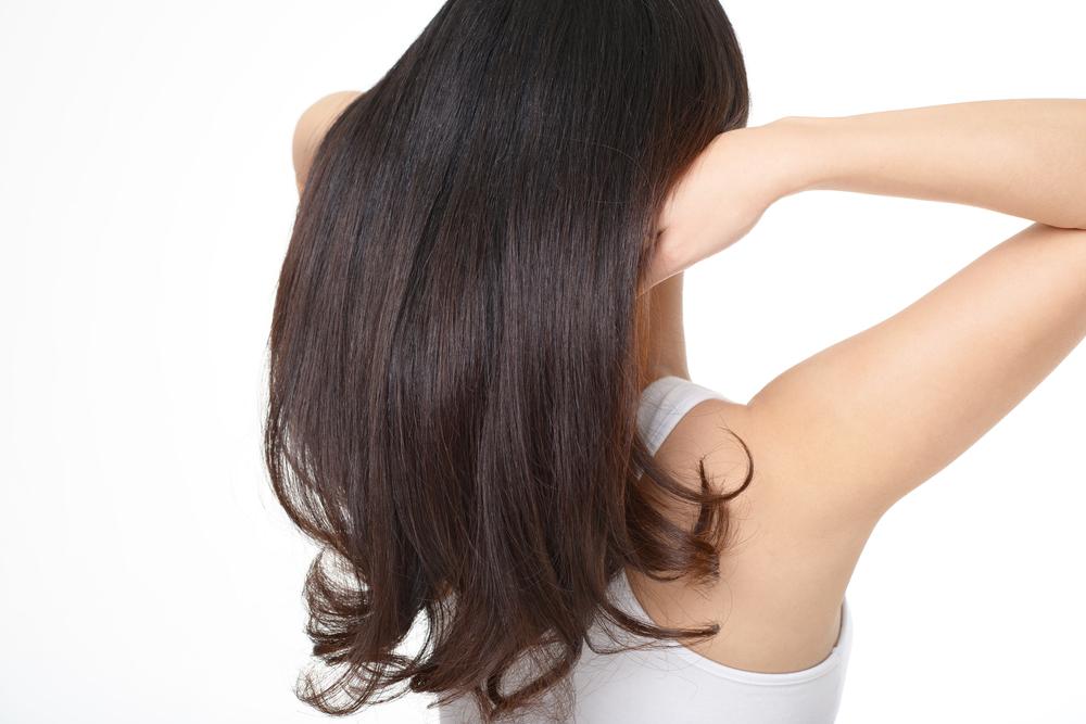 Hojas de guayaba que ayudan a mejorar el crecimiento y cuidan la salud del cuero cabelludo.