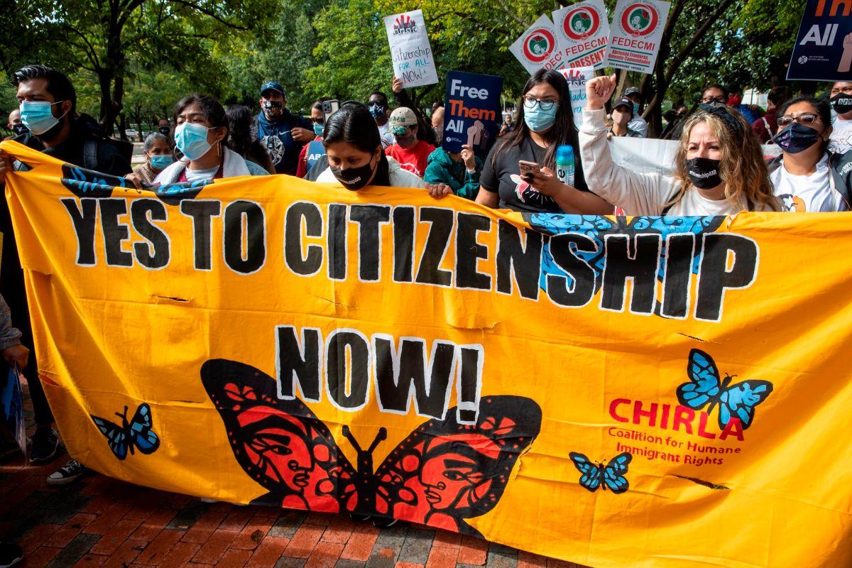 Miles de activistas marcharon en Washington, para exigir a congresistas una reforma migratoria.