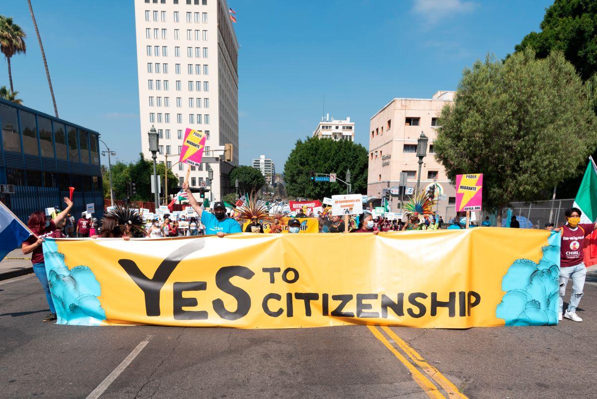 La marcha para pedir la ciudadanía de millones de inmigrantes en Los Ángeles.