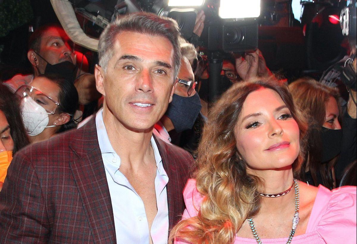 Issabela Camil sale en defensa de Sergio Mayer.