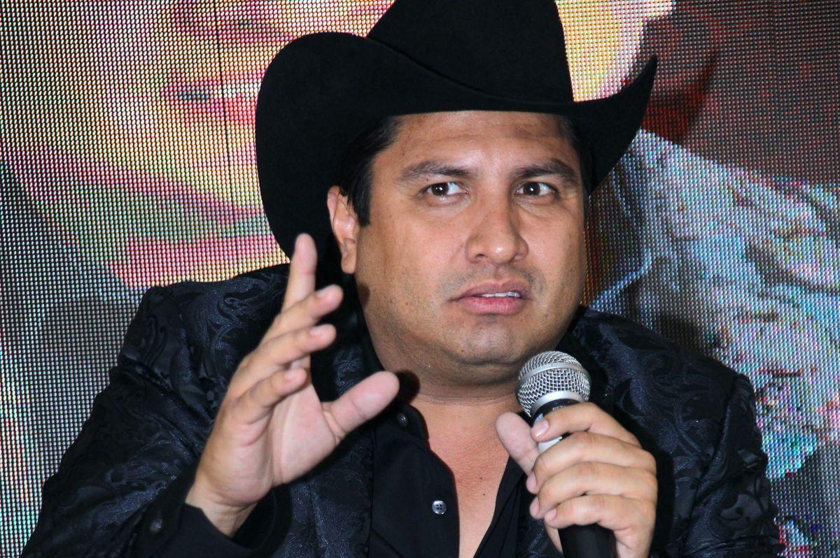 Julión Álvarez no dudó en enviarle un mensaje a Nodal sobre su posible boda.