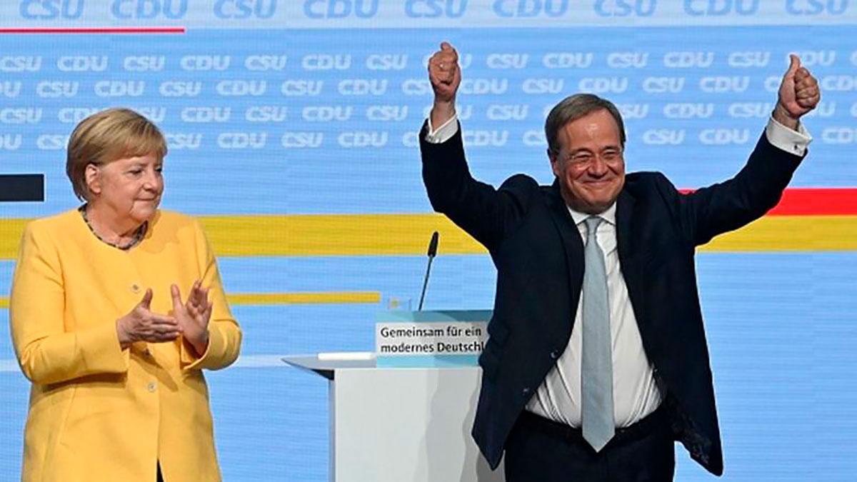 El líder de la CDU, Armin Laschet (derecha) es el sucesor favorito de Angela Merkel, pero su liderazgo ha sufrido varios reveses.