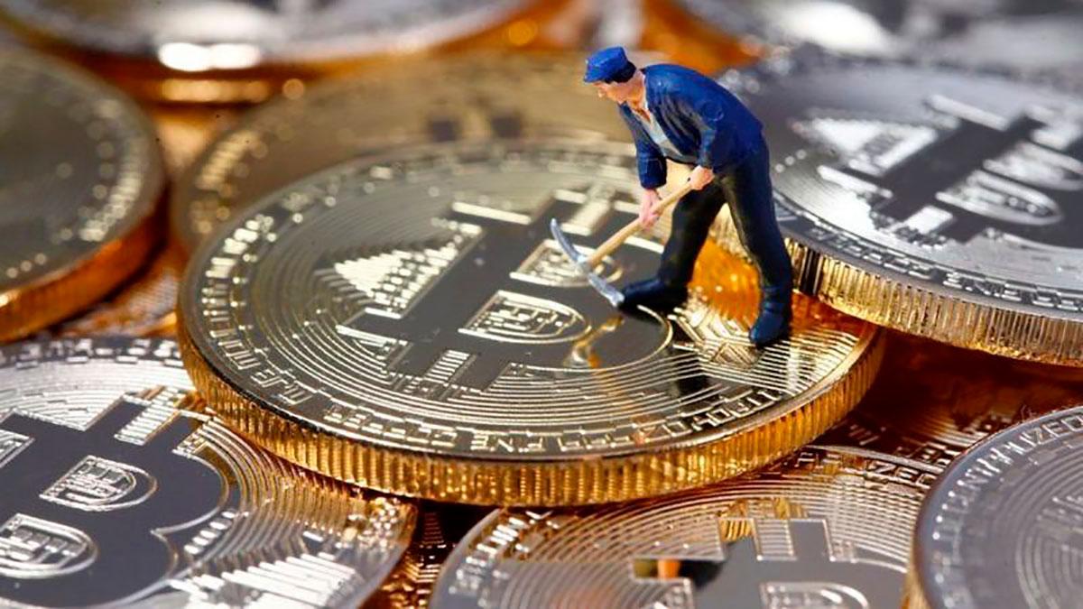"""Los """"mineros"""" de bitcoin están buscando urgentemente un nuevo centro donde establecer sus negocios."""