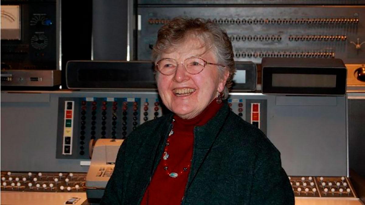 Frances Allen, la primera mujer que ganó el Nobel de la computación y cómo ayudó a que tengas apps ultrarrápidas