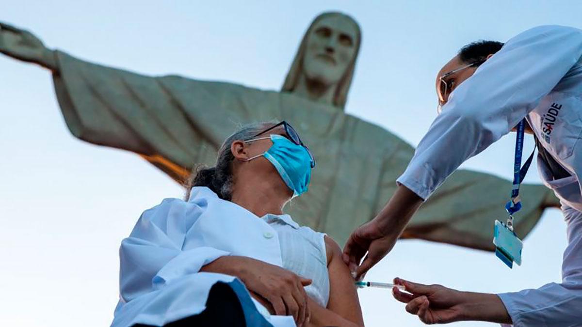 Brasil llegó a tener una tasa de contagios que era 7 veces la de India.