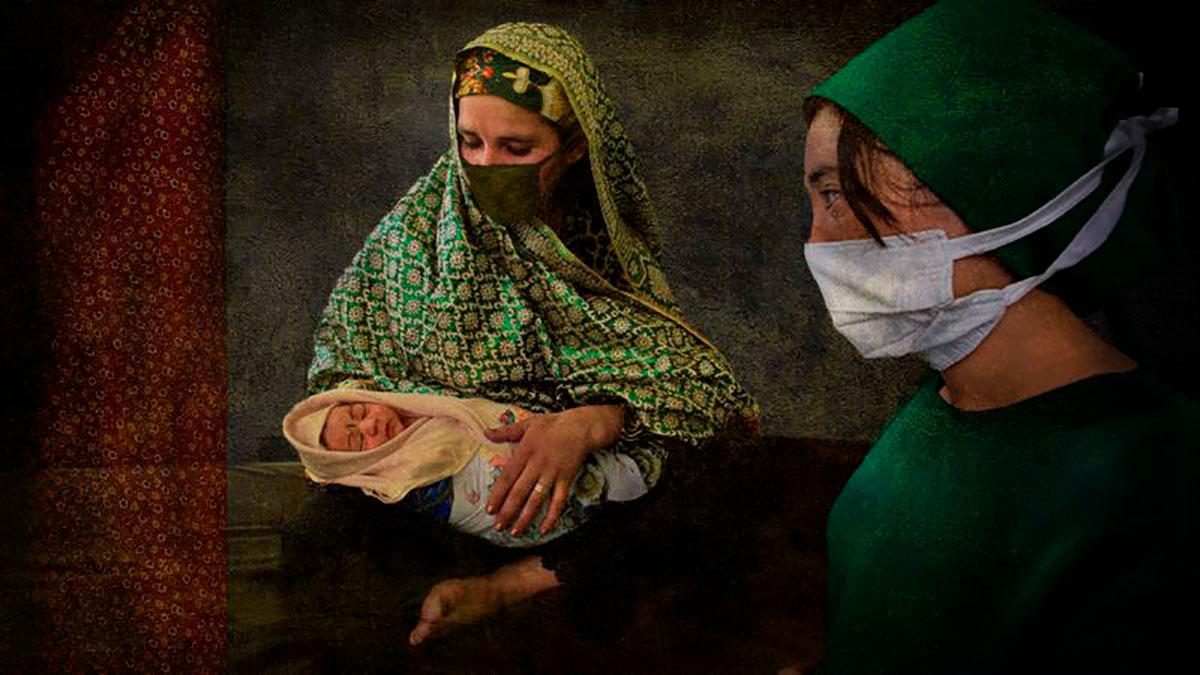 """La """"horrible experiencia"""" de dar a luz bajo el régimen talibán en Afganistán"""