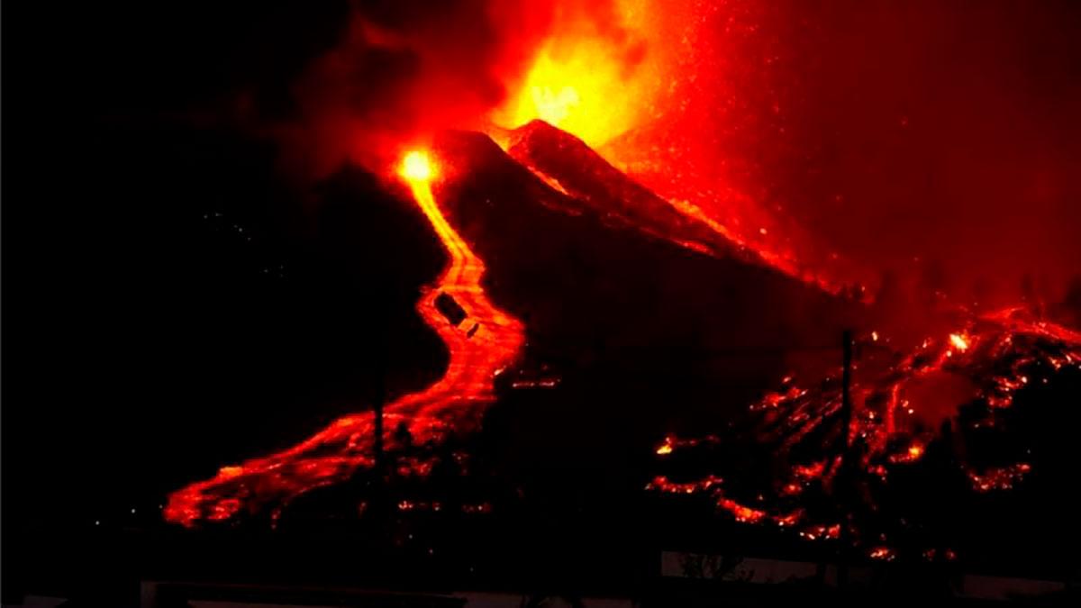 """La Palma: que está pasando en esta isla de Canarias, la """"punta del iceberg"""" de un edificio volcánico de 5 kilómetros de altura"""