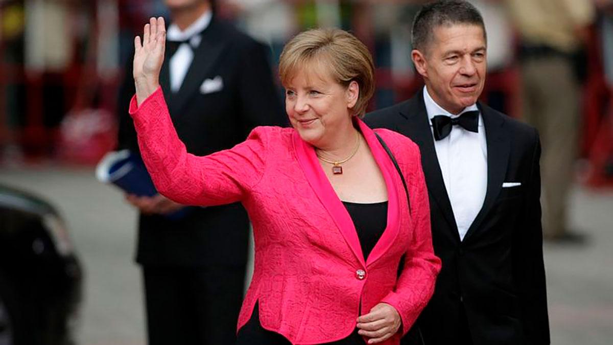 Merkel se ha caracterizado por el pragmatismo. En la foto, aparece con su marido, Joachim Sauer.