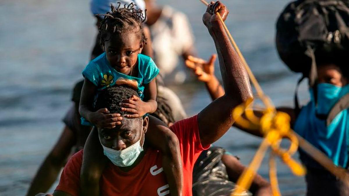 5 claves para entender por qué están llegando miles de haitianos a Estados Unidos y por qué la mayoría no viene directamente de Haití