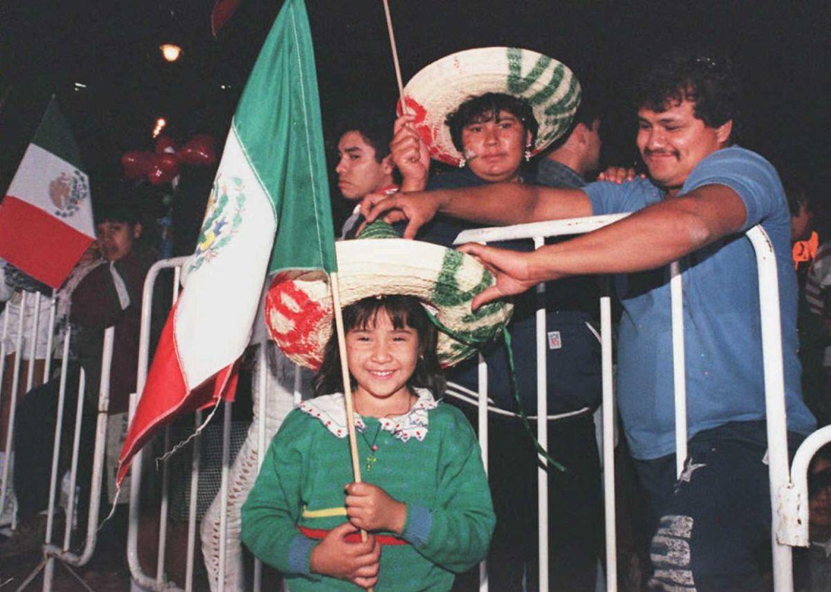 Antes de la pandemia, la gente se congregaba en plazas públicas para celebrar este día.