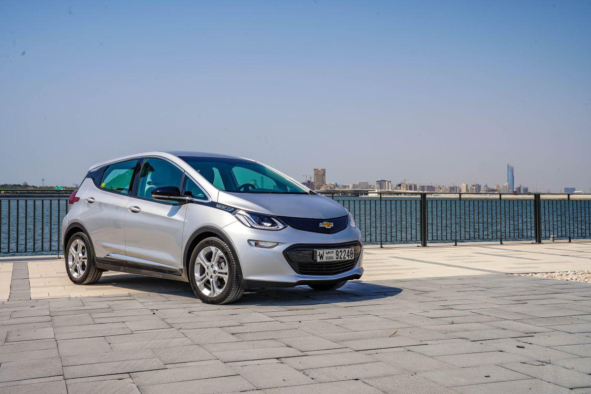 General Motors aconseja a los propietarios del Bolt EV que estacionen el auto a 15 metros como mínimo.