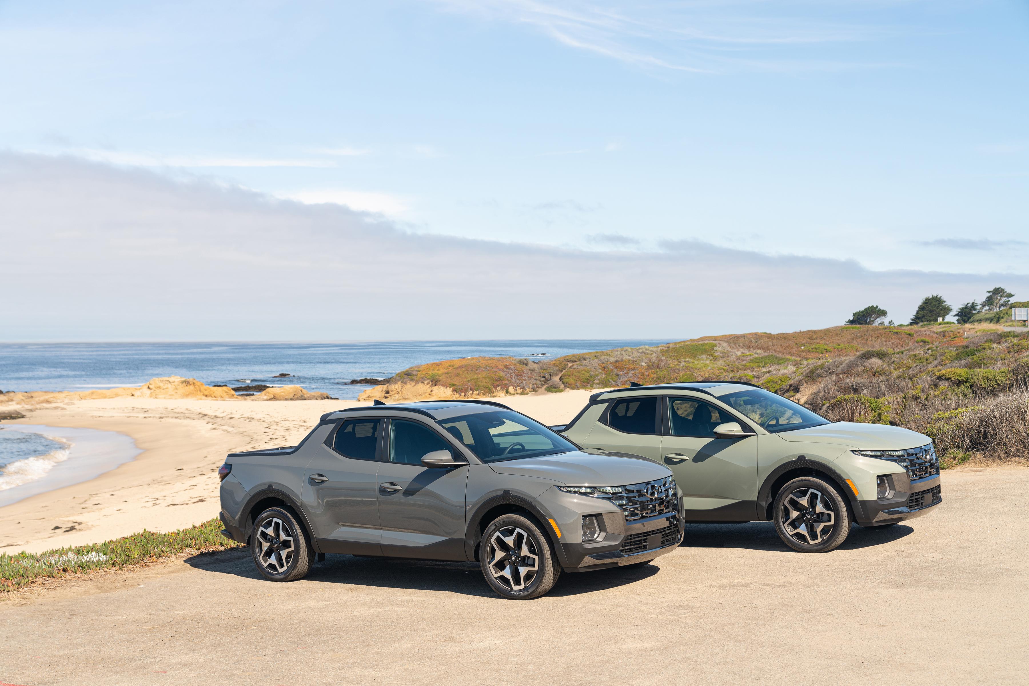Foto de dos modelos de la Hyundai Santa Cruz