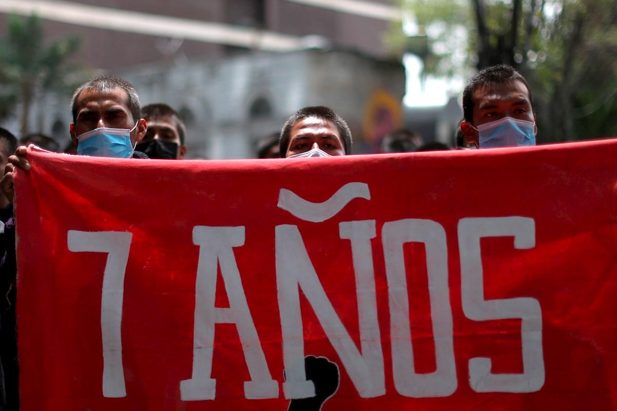 México a siete años de Ayotzinapa con solo tres identificados y un funcionario prófugo.
