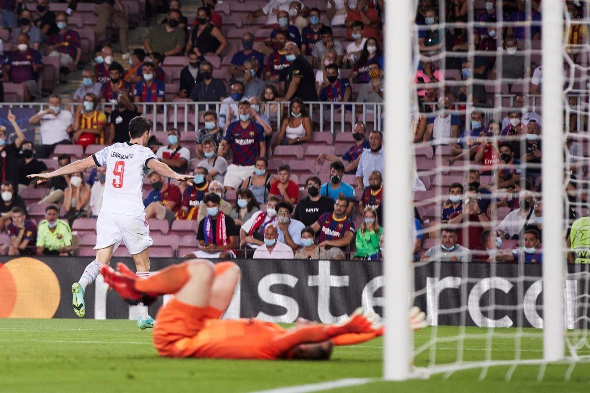 Lewandowski marcó un doblete que calló a los fanáticos catalanes.