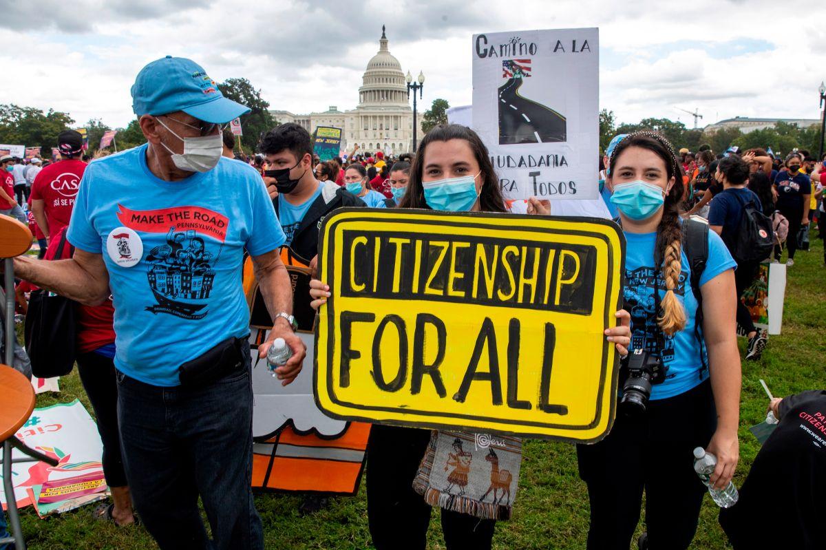 Activistas reclaman que el Congreso reconozca los derechos de los inmigrantes.