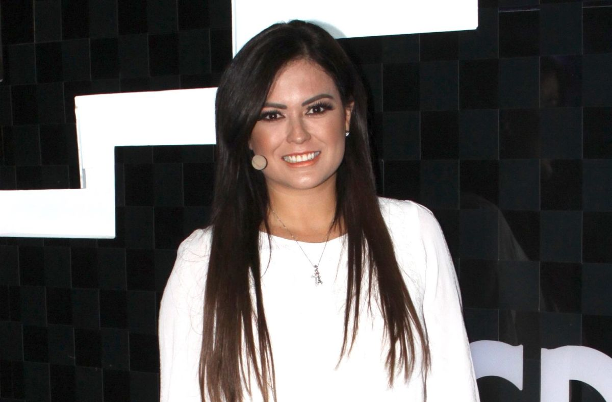 "Mariana Echeverría, conductora de ""Me caigo de risa"" | Mezcalent."
