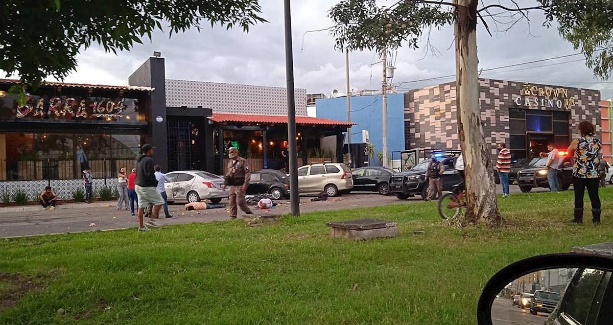 Un ataque con explosivos dejó dos muertos y cuatro heridos en Guanajuato, México.