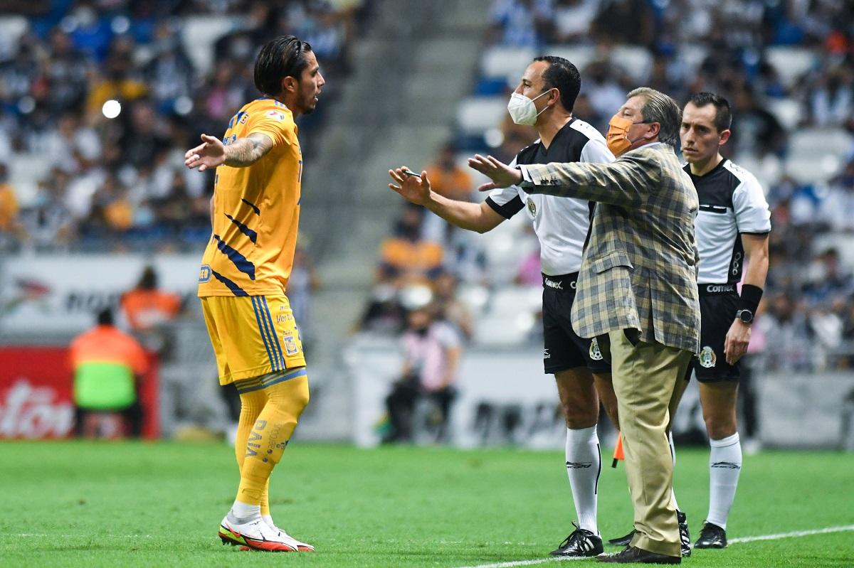 Salcedo aseguró que no tiene ningún problema con Miguel Herrera por lo ocurrido en el Clásico Regio.