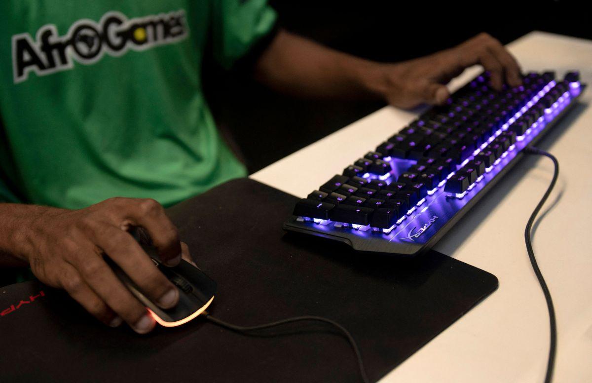 Alfredo se entretenía jugando Grand Theft Auto 5 cuando un presunto gamer desconocido le envió una invitación para jugar en línea.