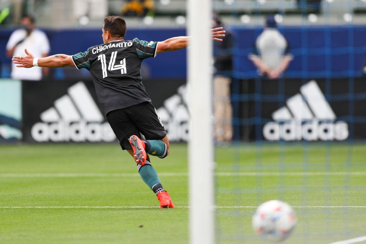 Chicharito marcó su undécimo gol en la actual temporada.