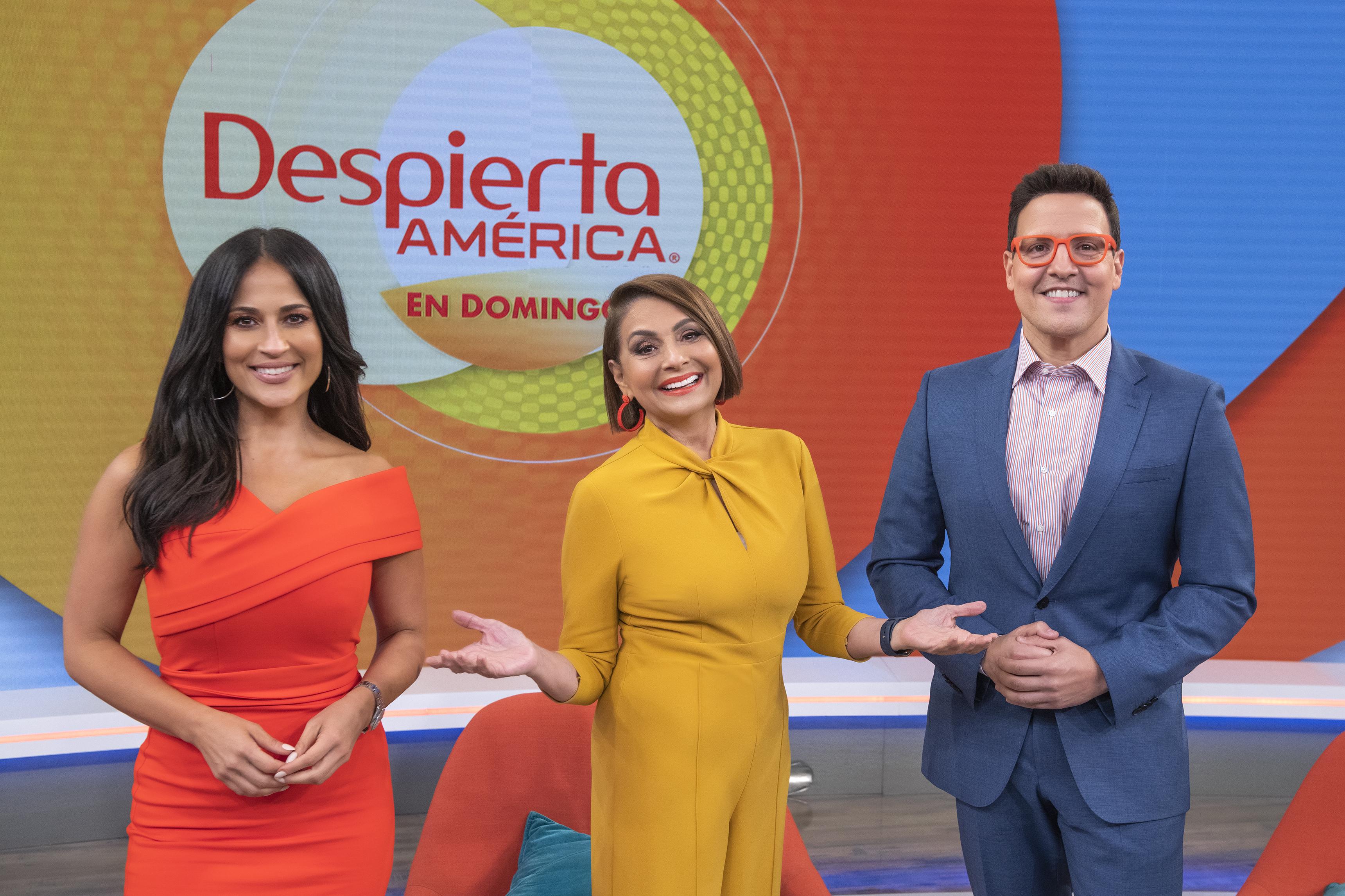 Jackie Guerrido, María Antonieta Collins y Raúl González son los presentadores de 'Despierta América en Domingo'