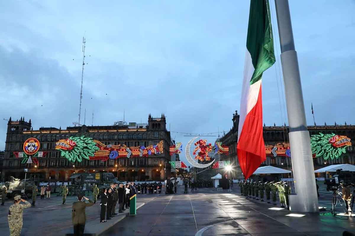 AMLO encabeza ceremonia por los sismos de 1985 y 2017.