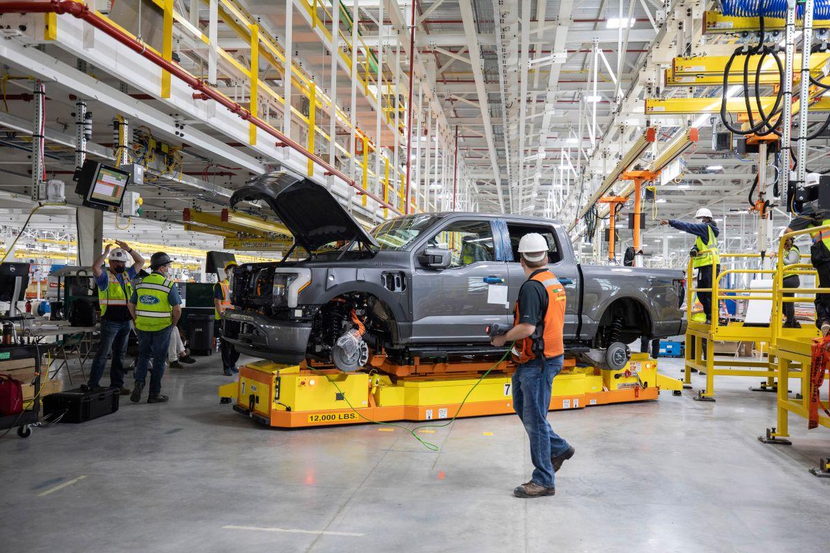 Ford buscará liderar en la fabricación de autos eléctricos a largo plazo.