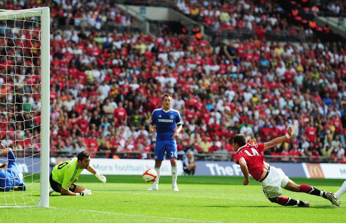El delantero azteca margó 59 goles en el conjunto inglés.