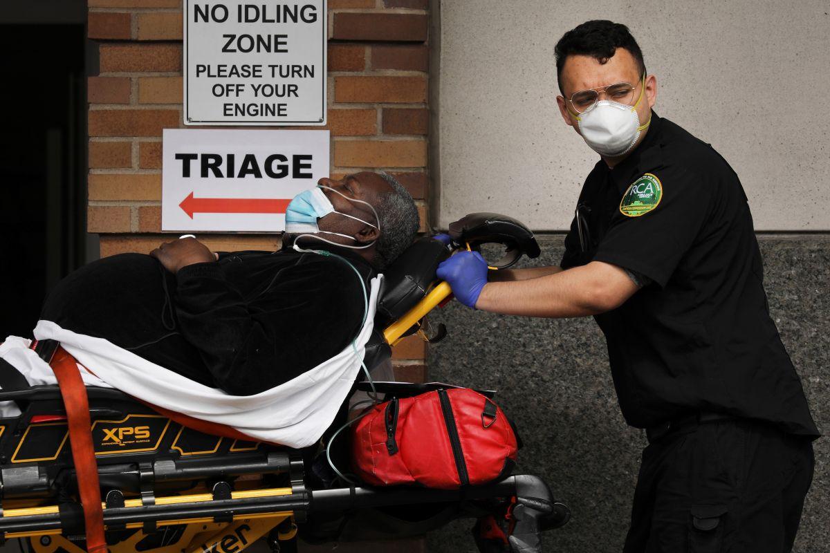 Trabajadores expuestos a contagio, podrán recibir la vacuna COVID-19 de refuerzo.
