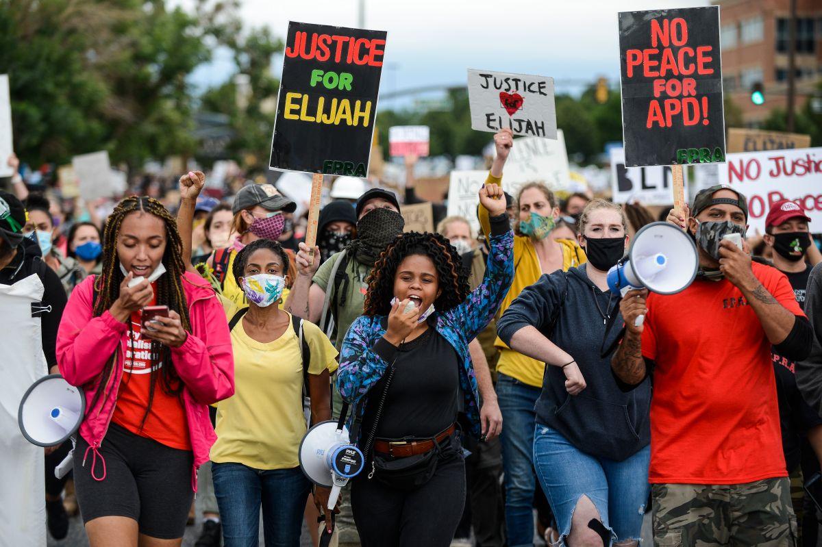 Protesta por la muerte de Elijah McClain el 25 de julio de 2020 en Aurora, Colorado.