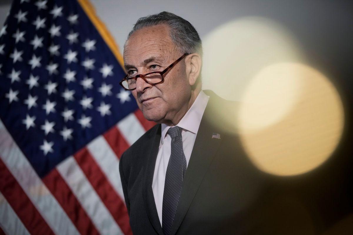 El líder de la mayoría en el Senado, Chuck Schumer ha buscado las formas para evitar el cierre del gobierno.