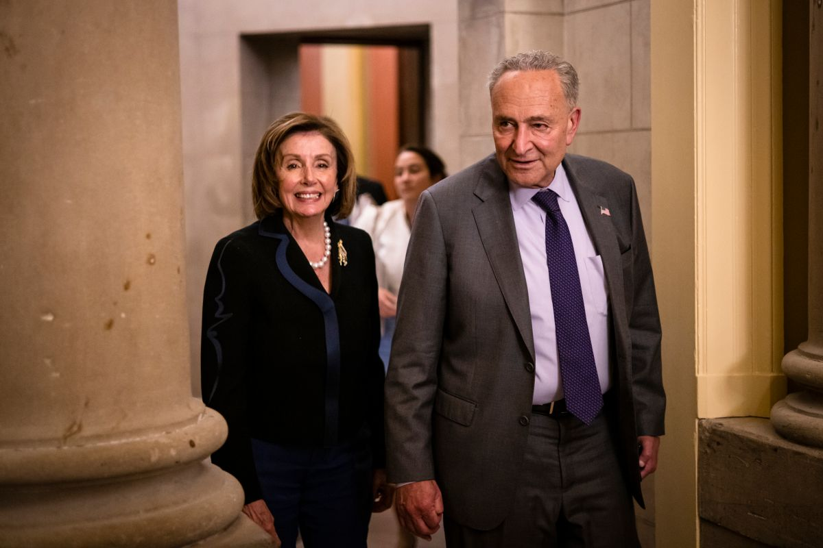 Nancy Pelosi y Chuck Schumer anunciaron la medida de financiación a corto plazo.