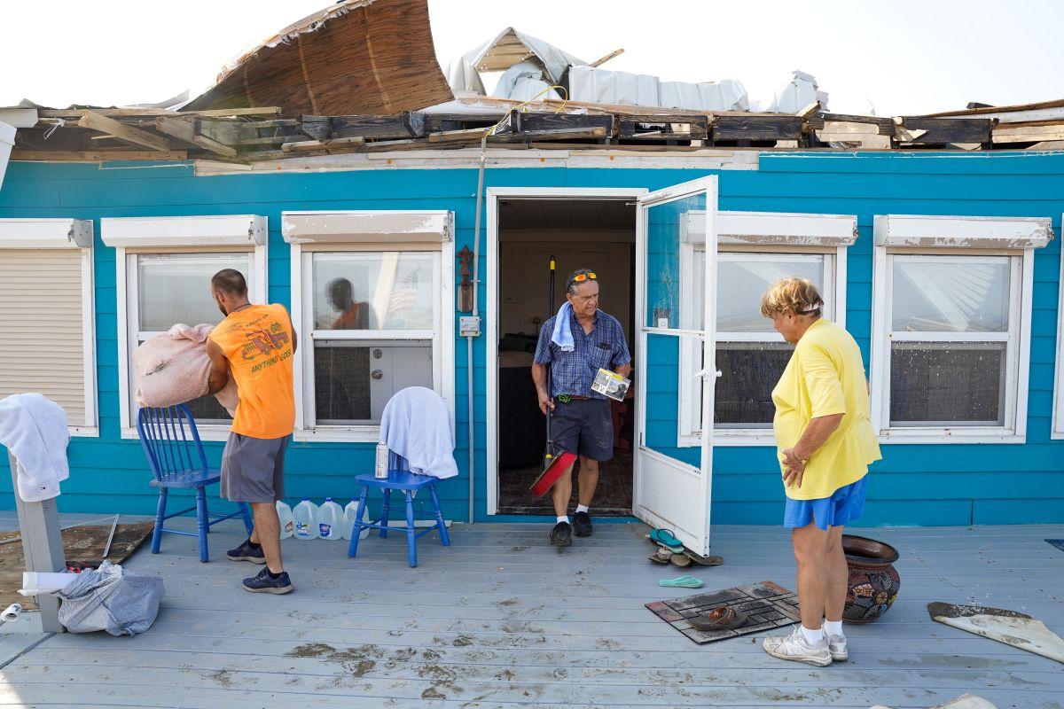 Cómo encontrar ayuda económica tras el paso del huracán Ida-GettyImages-1235042201.jpeg