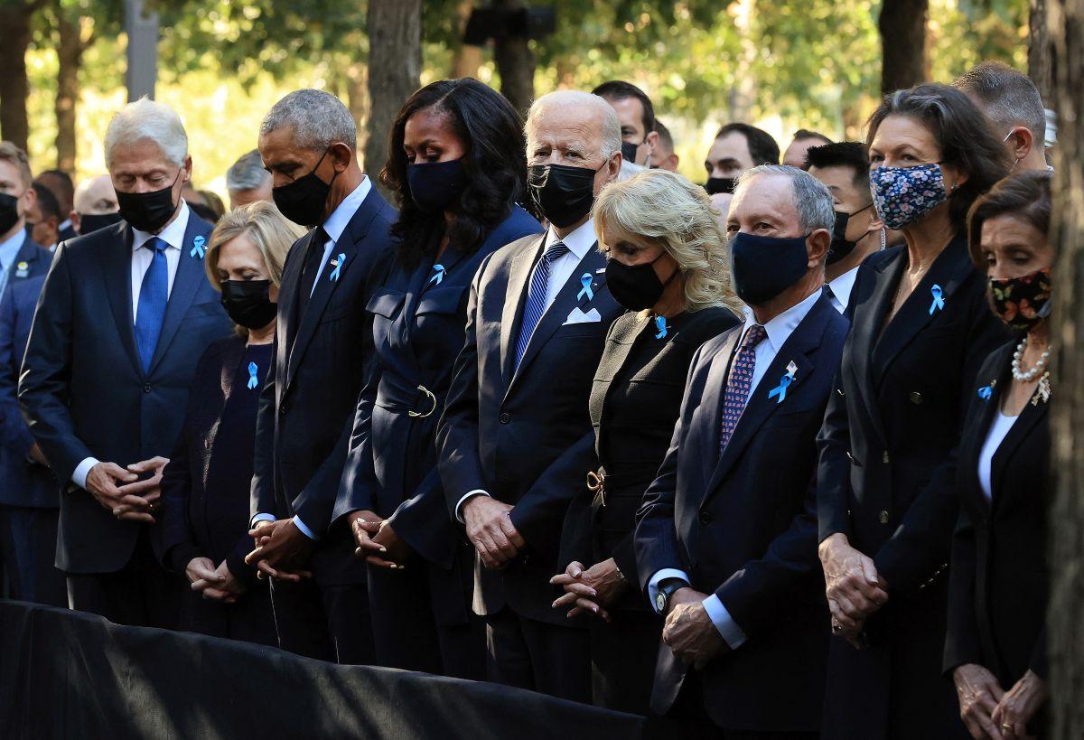 Bill y Hillary Clinton, Barack y Michelle Obama, Joe y Jill Biden, rindieron homenaje a las víctimas del 9/11.