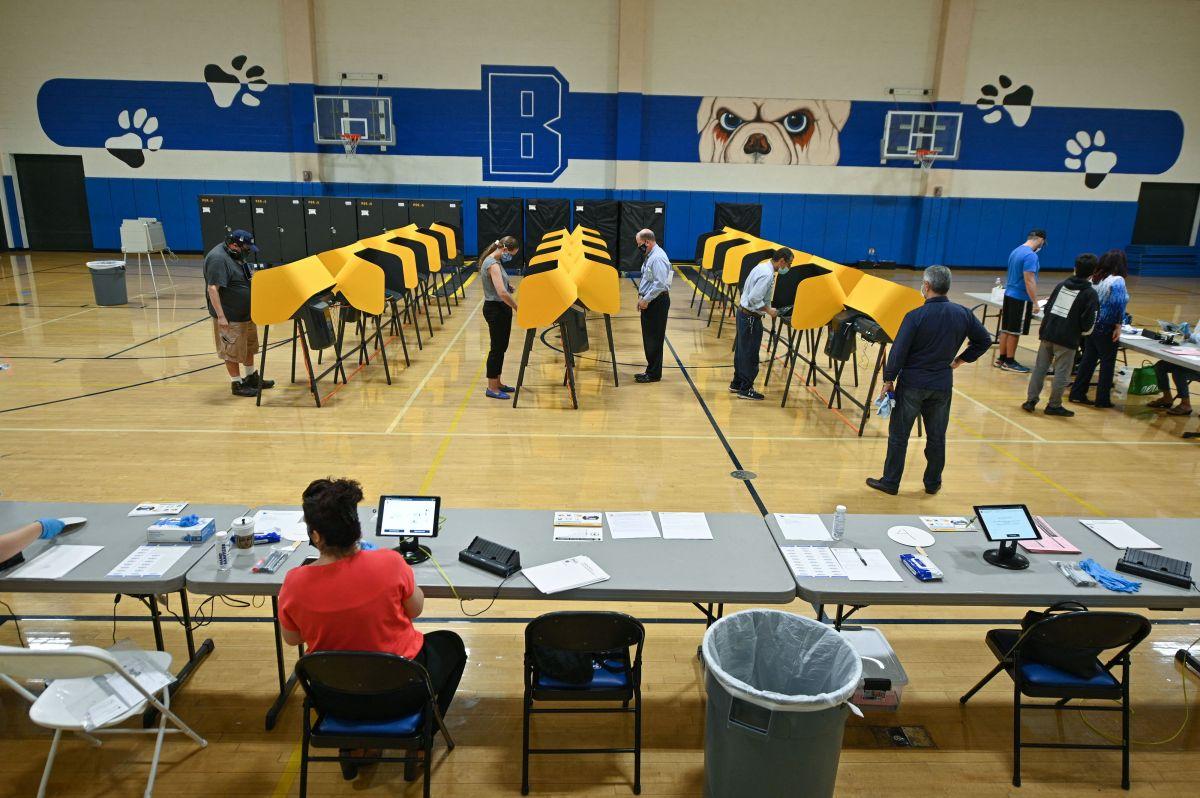 Imagen de la jornada electoral en un centro de votación en Los Ángeles el 14 de septiembre de 2021.