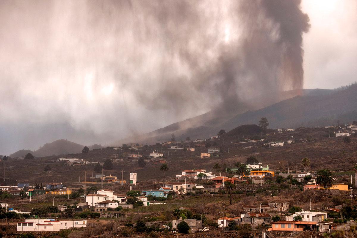 Papa Francisco expresa solidaridad por los 6,000 afectados tras erupción del volcán Cumbre Vieja en España.