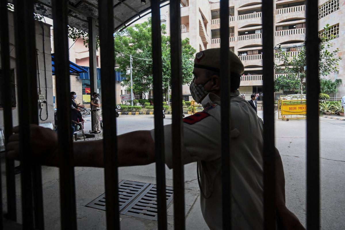 29 hombres fueron arrestados este jueves por violar en grupo a una joven de 15 años durante ocho meses.