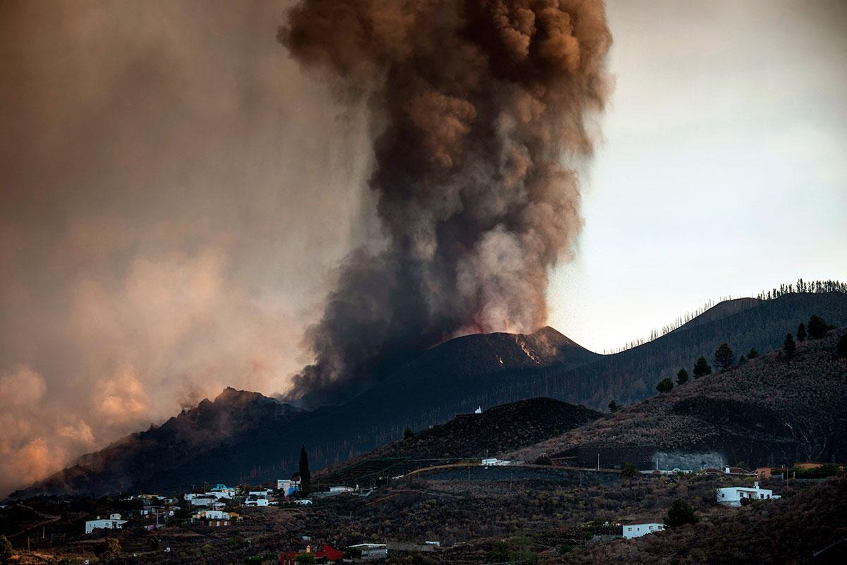 Volcán Cumbre Vieja en España cumple una semana en erupción.