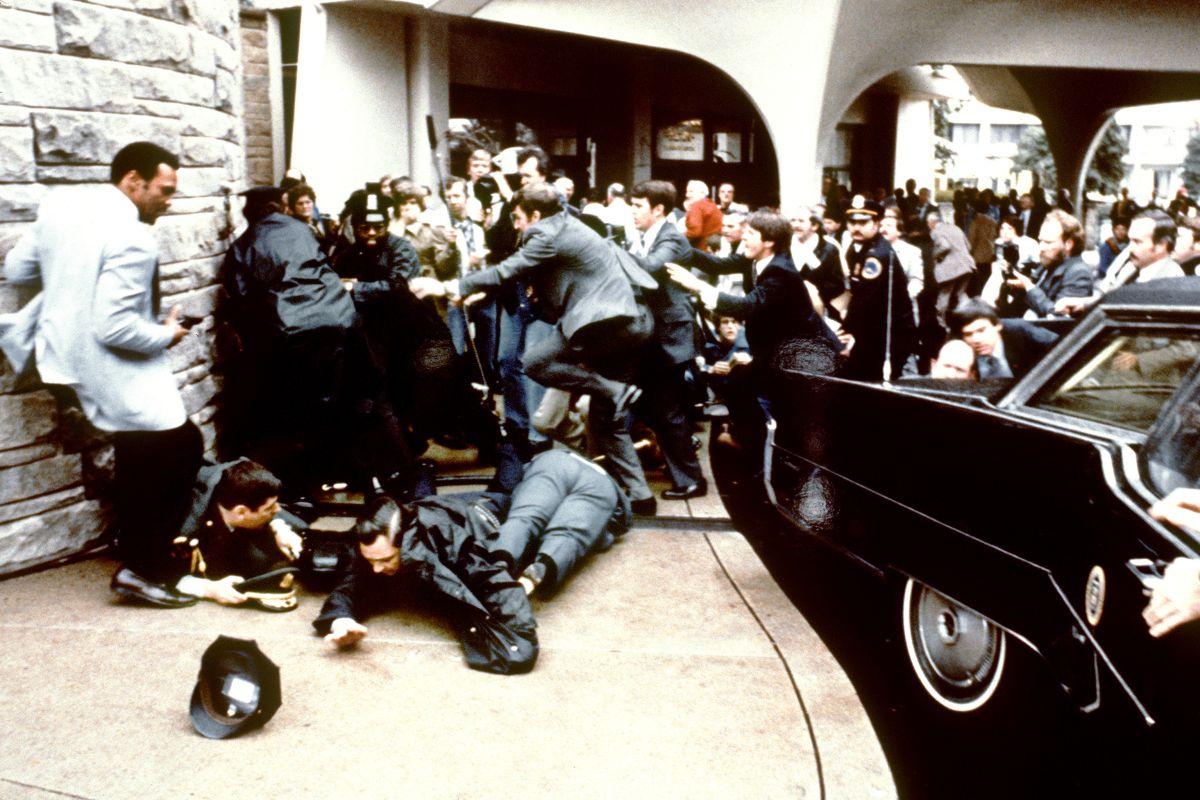 El hombre que intentó asesinar a Ronald Reagan pera impresionar a la actriz Jodie Foster en 1981 quedará en libertad en 2022.