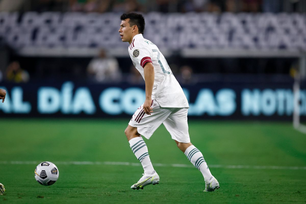 ARLINGTON, TEXAS - JULY 10: Hirving Lozano #22 of Mexico dribbles the ball against Trinidad and Tobago in the first half of the 2021 CONCACAF Gold Cup Group A Match at AT&T Stadium on July 10, 2021 in Arlington, Texas. (Photo by Tom Pennington/Getty Images)