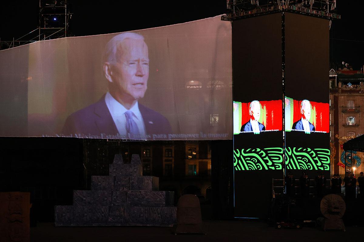 Proyectan video de Joe Biden en el Zócalo de la Ciudad de México por las celebraciones de la Independencia.
