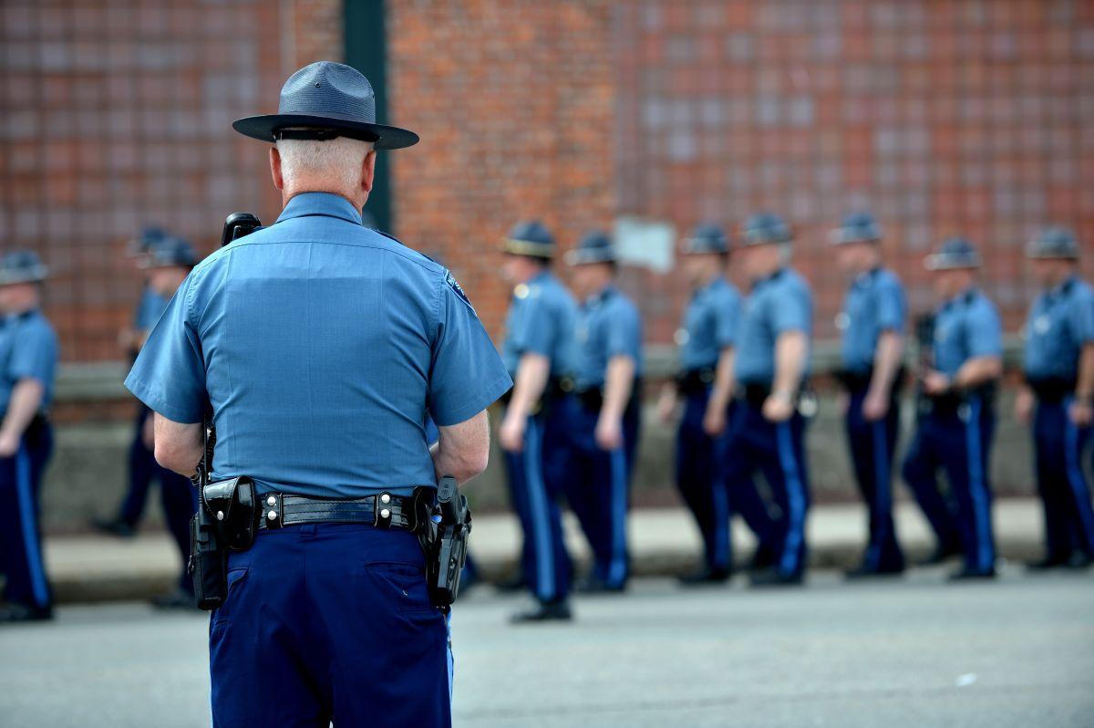 Muchos agentes de la Policía Estatal de Massachusetts estarían dispuestos a abandonarla por el mandato de vacunas.