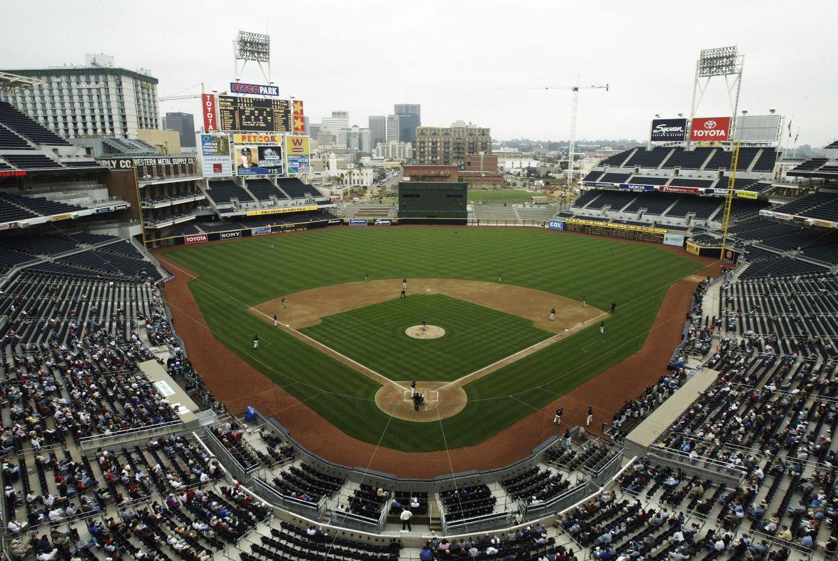 El estadio de Los Padres cuenta con tres niveles en la tribuna principal