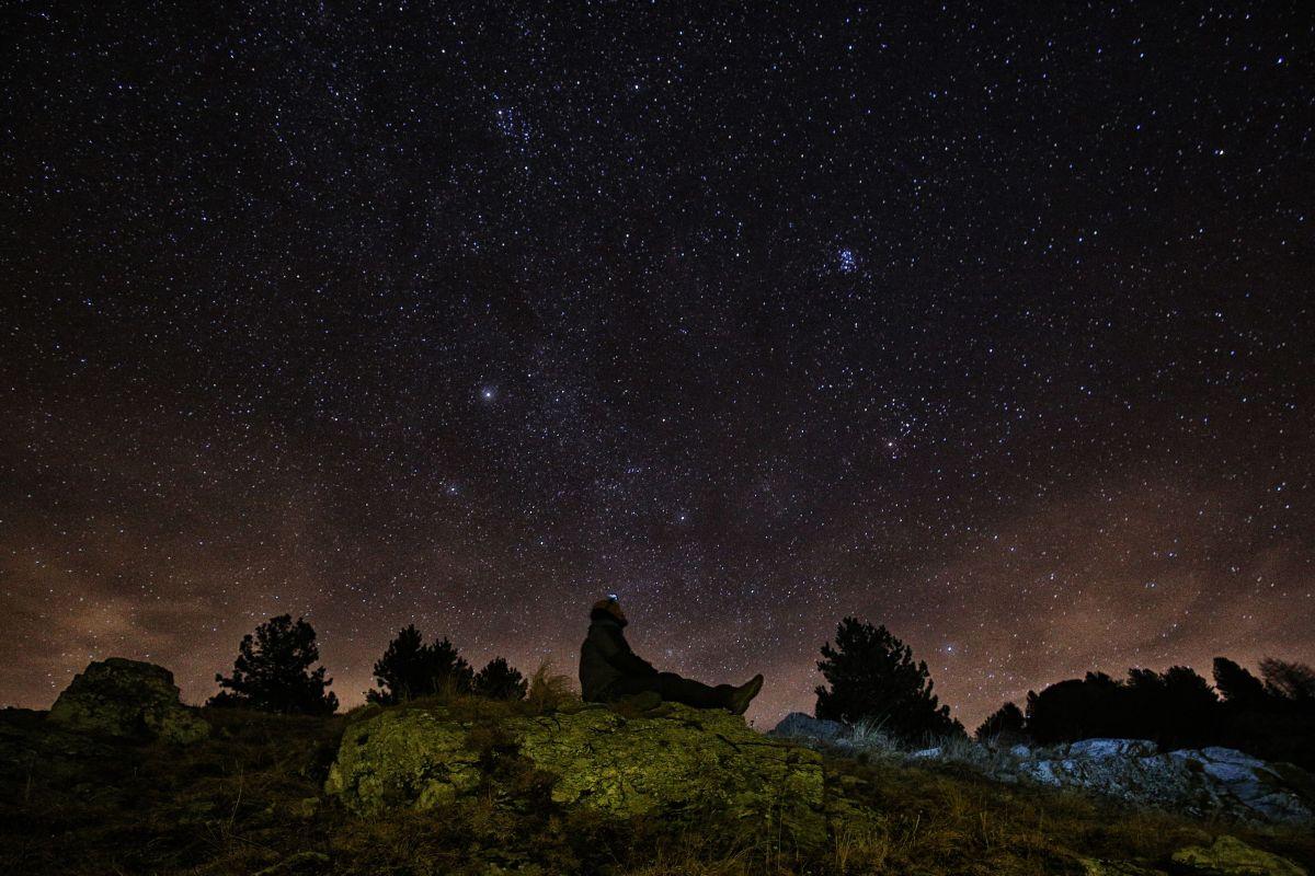 Un meteoro viajando por los cielos de Carolina del Norte el viernes  a más de 50,000 kilómetros por hora fue captado en cámara por la AMS.