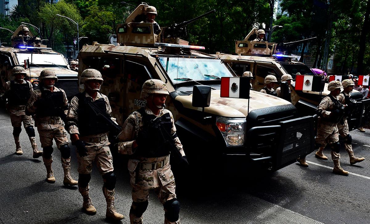 Desfile Militar por los 2011 años del Inicio de la Independencia de México.