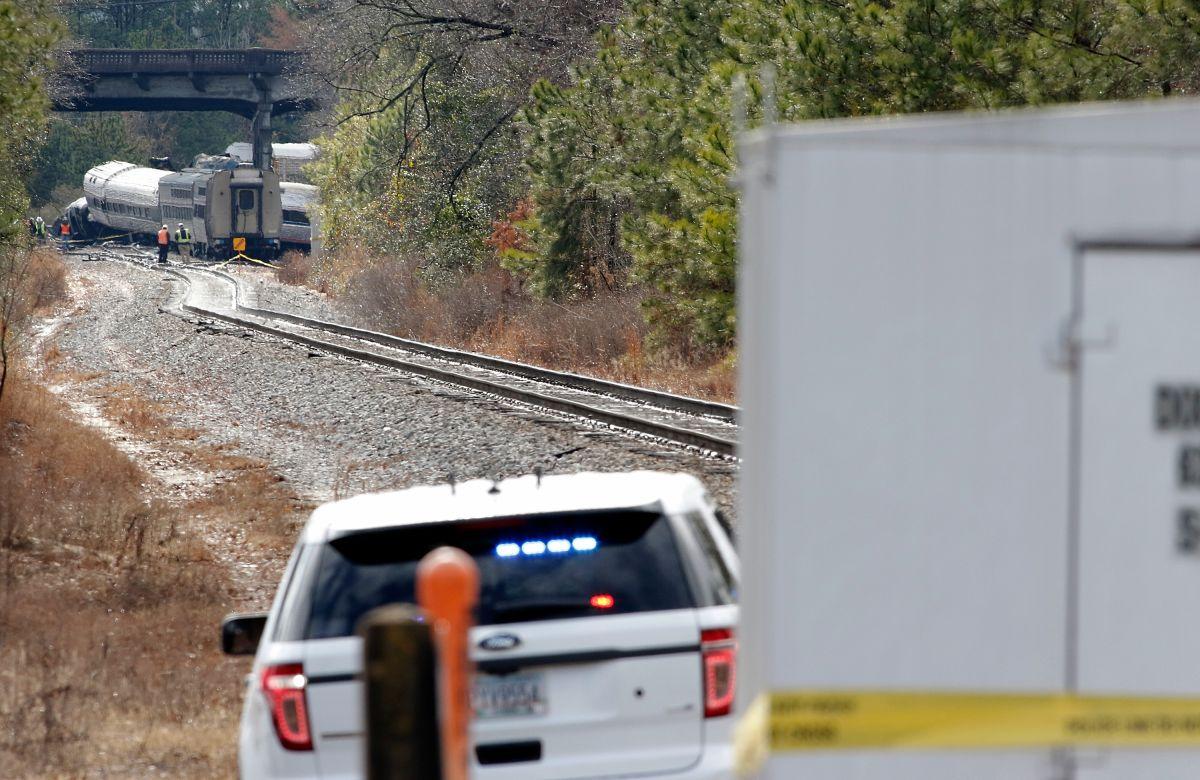 Autoridades reportaron más de 50 lesionados al descarrilarse el tren de Amtrak.